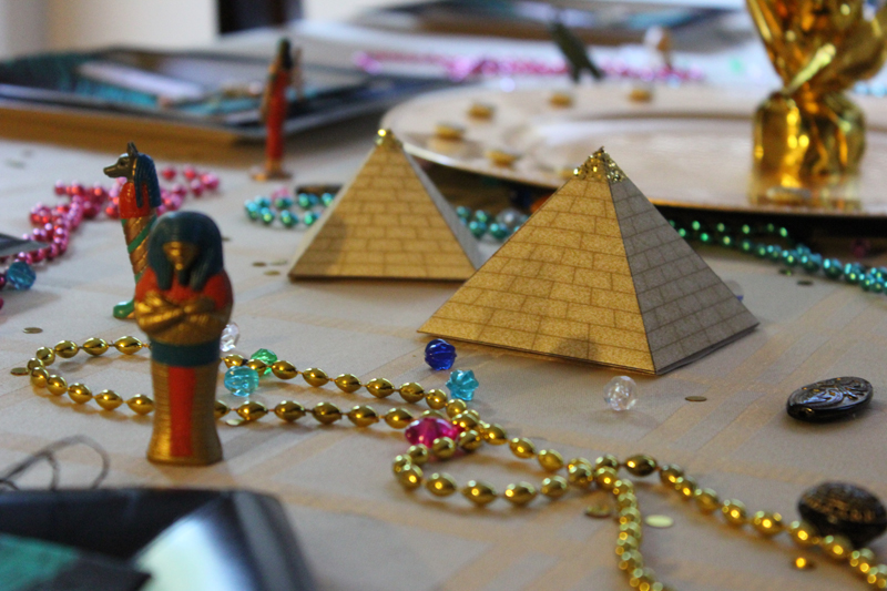 Egyptian themed party pinterest crafts for Ancient egyptian tomb decoration